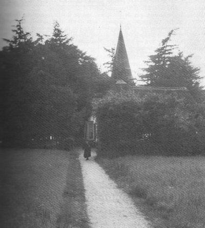 Het inmiddels opgeheven kerkpad naar de hervormde kerk in Bergharen.