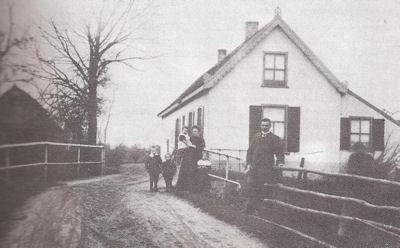 Tolhuis en Tolbrug tussen 1883 en 1934.